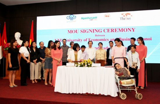 University of Economics and Business - VNU signed a Memorandum of understanding with Thuong Thuong Handicraft