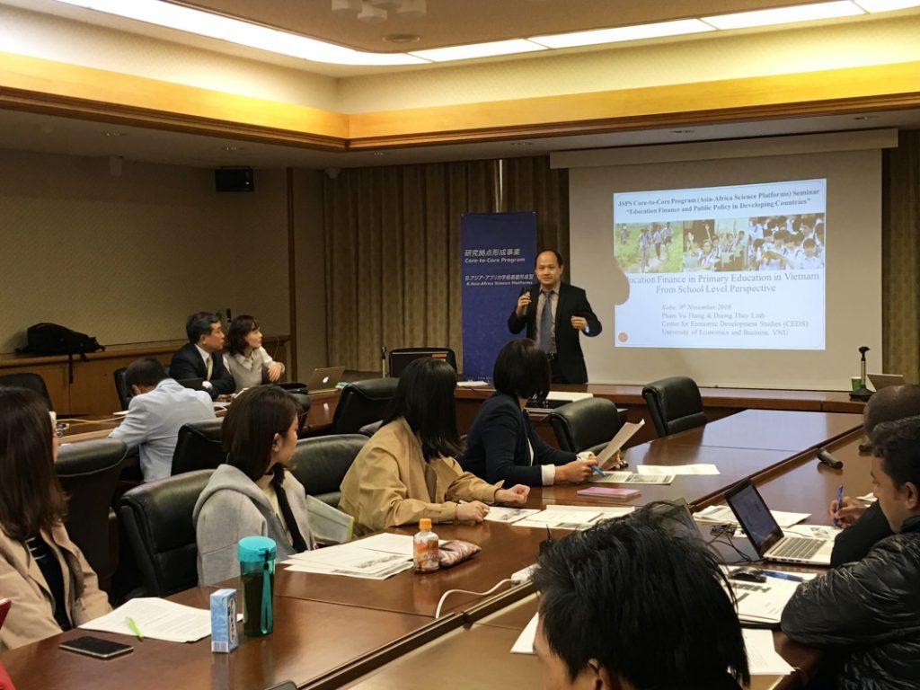 Dr. Pham Vu Thang presents in the seminar.